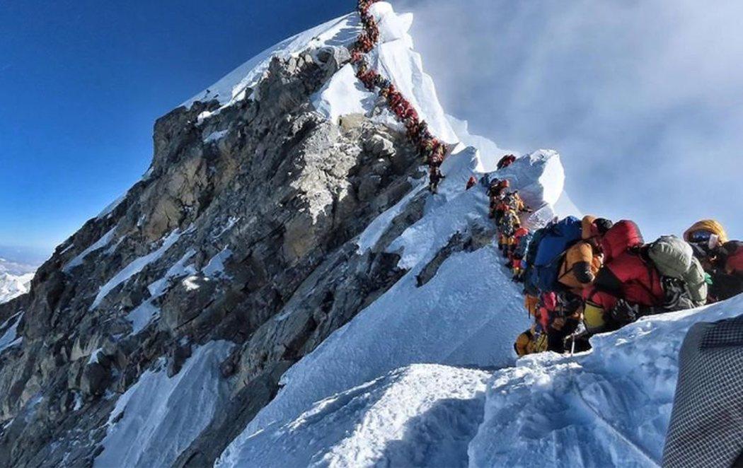 El turismo masivo invade el Everest y lo pone en peligro