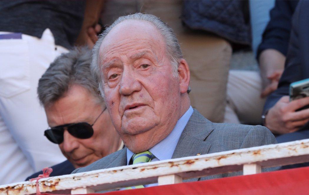 El Rey Juan Carlos reaparece en una corrida de toros tras anunciar su retirada de la vida pública