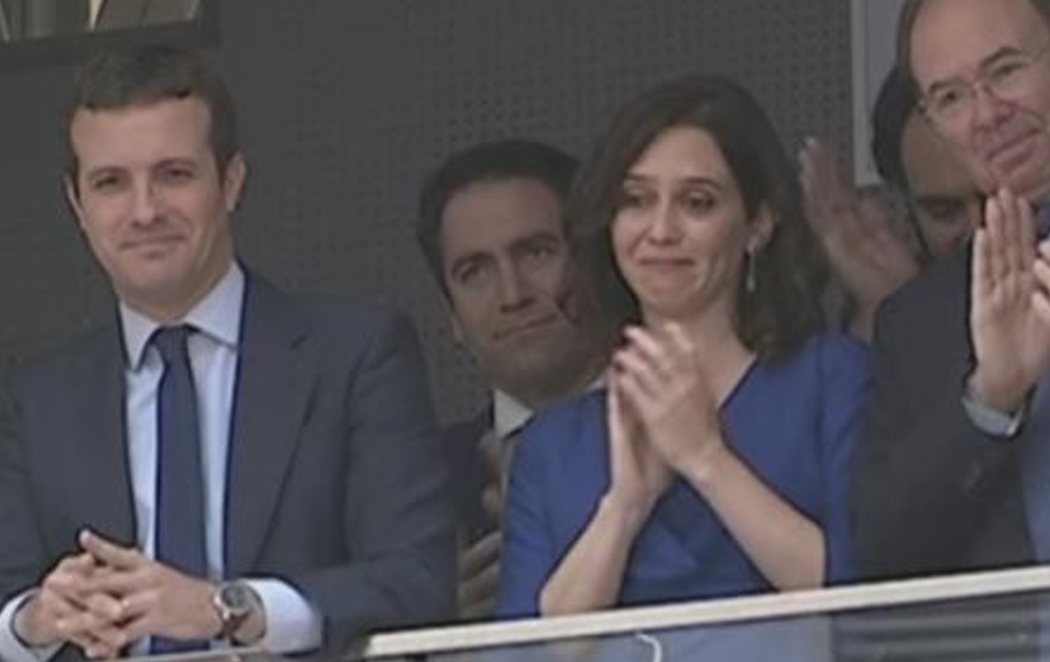 Díaz Ayuso, emocionadísima en la investidura de Martínez-Almeida como alcalde del PP