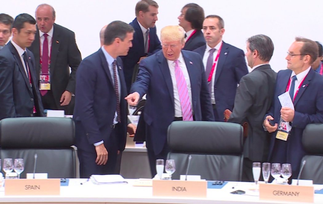 El confuso y arrogante gesto de Trump a Pedro Sánchez en la cumbre del G-20