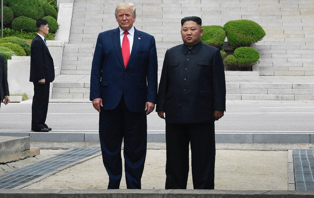 Trump se convierte en el primer presidente de EEUU que pisa suelo norcoreano