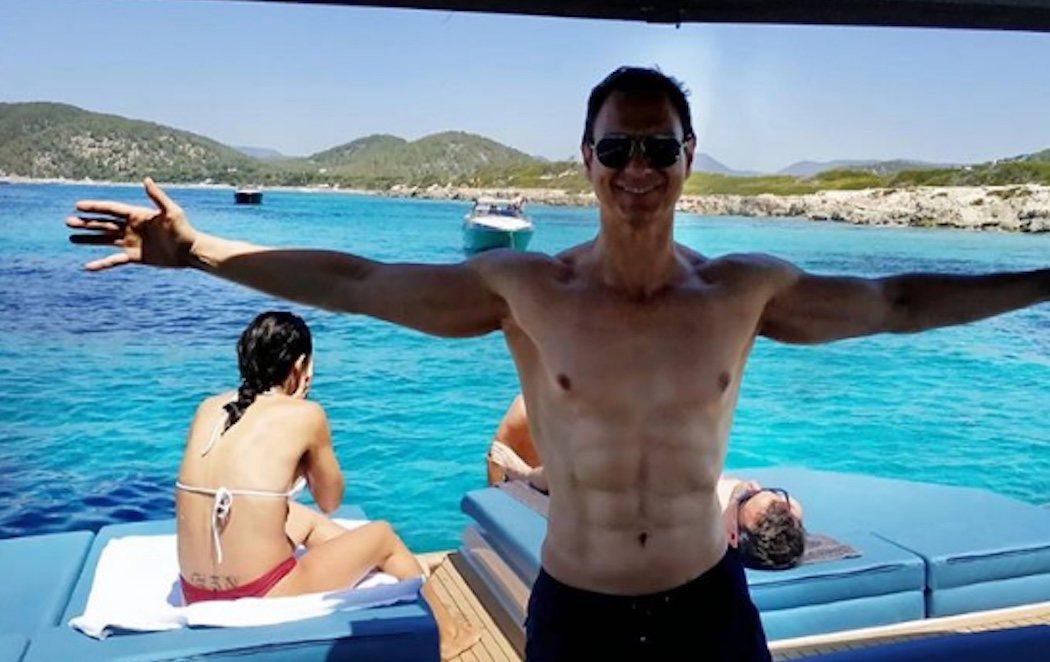 Los abdominales de Javier Cárdenas se hacen virales en las redes sociales