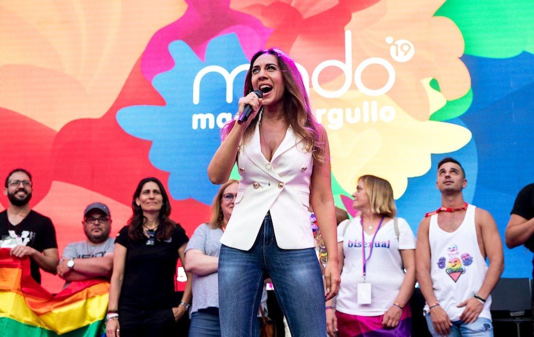 Mónica Naranjo inaugura con su 'Sobreviviré' un Orgullo LGTBI que extrañan a Carmena