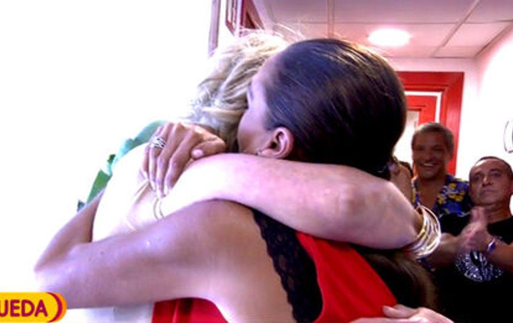 Mila Ximénez e Isabel Pantoja se abrazan en directo después de 16 años de enemistad