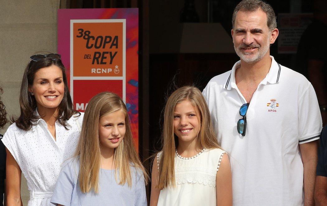 Los reyes Felipe y Letizia comienzan sus vacaciones en Mallorca junto a sus hijas