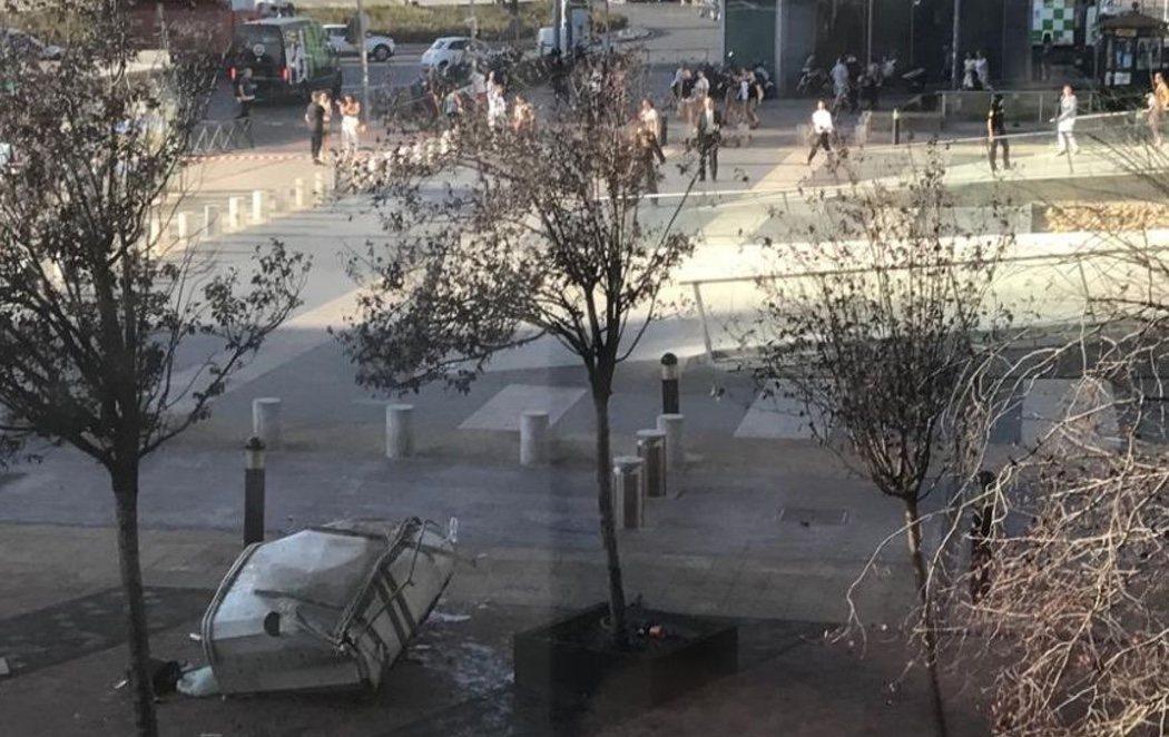 Evacúan una de las torres Kio de Madrid tras caerse una plataforma de limpieza al vacío