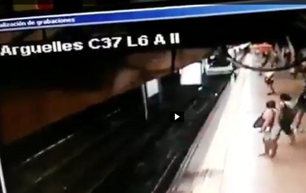 Un hombre tira de una patada a un joven a las vías del metro de Madrid cuando pasaba el tren