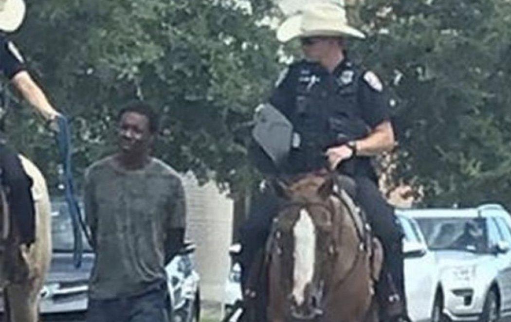 """""""Son los peores años de la esclavitud"""": critican a dos policías por conducir a un hombre negro con una cuerda en EEUU"""