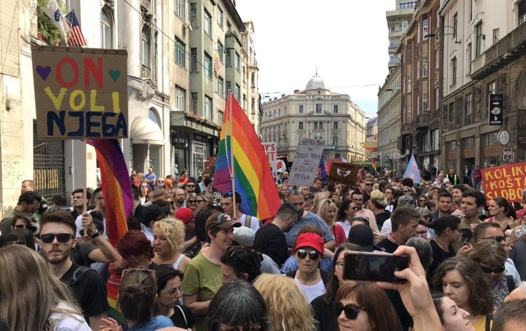 Bosnia celebra su primer Orgullo LGTBI en medio de fuertes medidas de seguridad