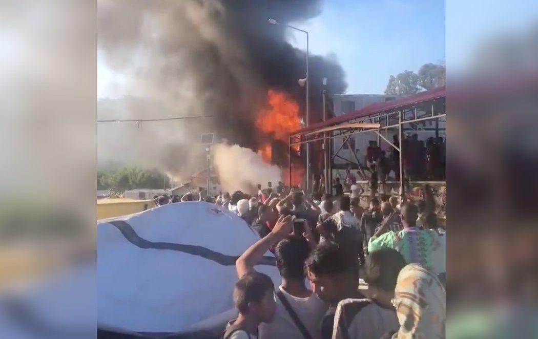 Al menos dos muertos en un incendio en el hacinado campo de refugiados de Moria, en Lesbos