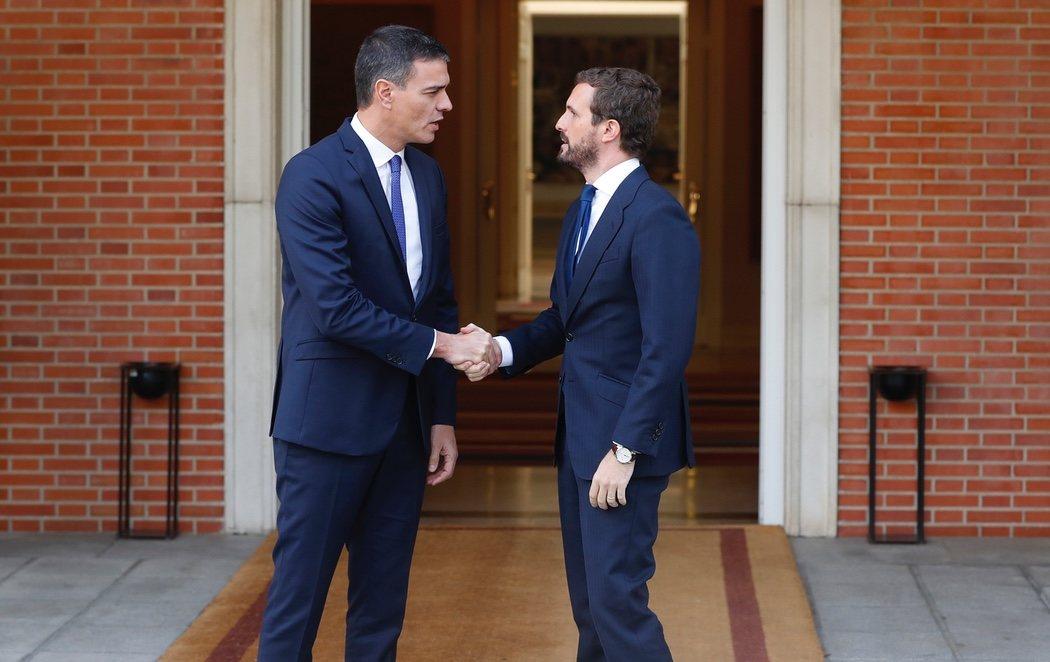 Sánchez se reúne con Casado para coordinar una respuesta única frente al independentismo