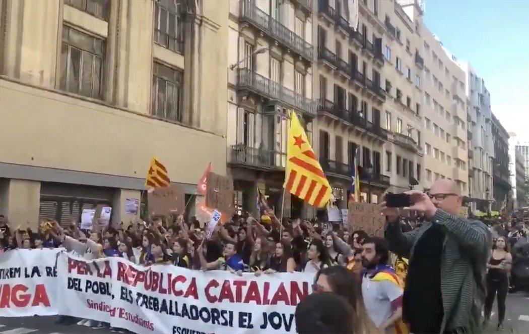"""Las protestas continuan en Barcelona exigiendo la dimisión del Govern en pleno por """"represor"""""""
