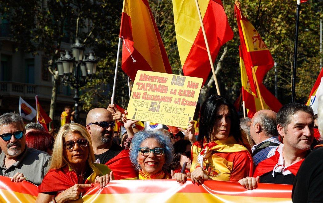 """""""Nosotros también somos Cataluña"""": multitudinaria manifestación constitucionalista en Barcelona"""