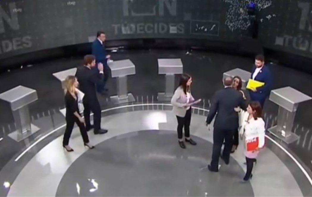"""Aitor Esteban (PNV) niega el saludo a Iván Espinosa de los Monteros (VOX): """"No damos la mano a franquistas"""""""