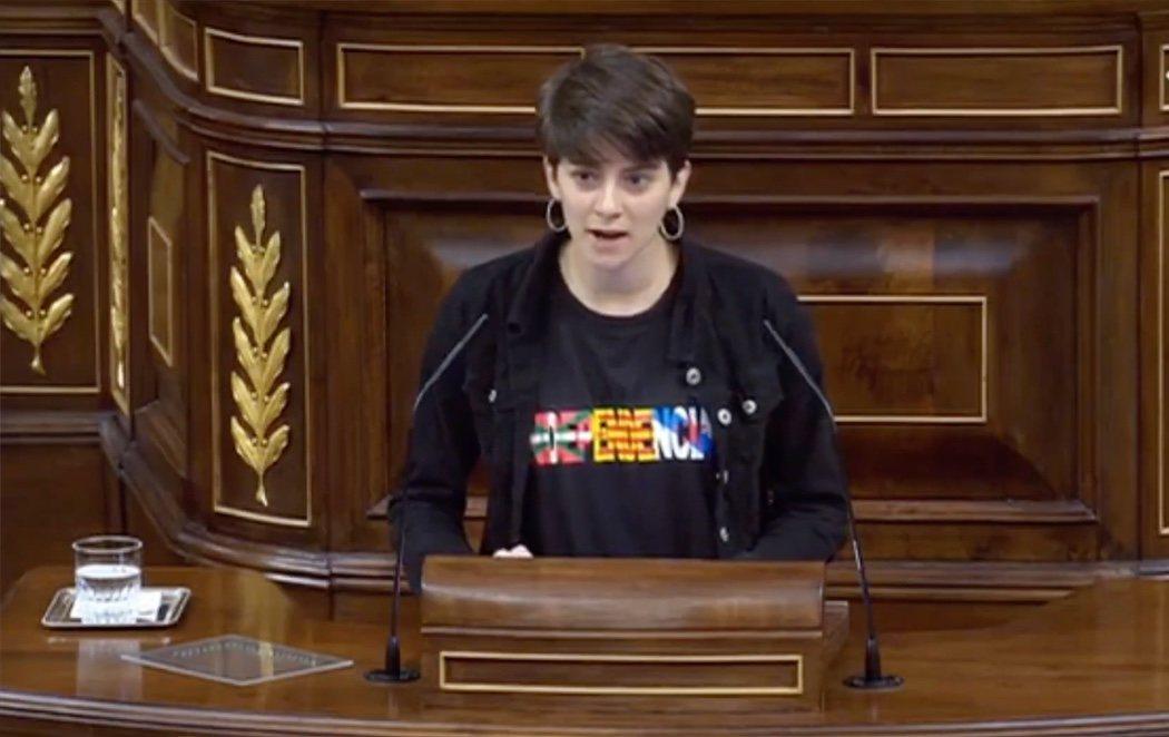 Primera polémica de la legislatura: la diputada más joven 'cuela' a los presos del procés en el Congreso