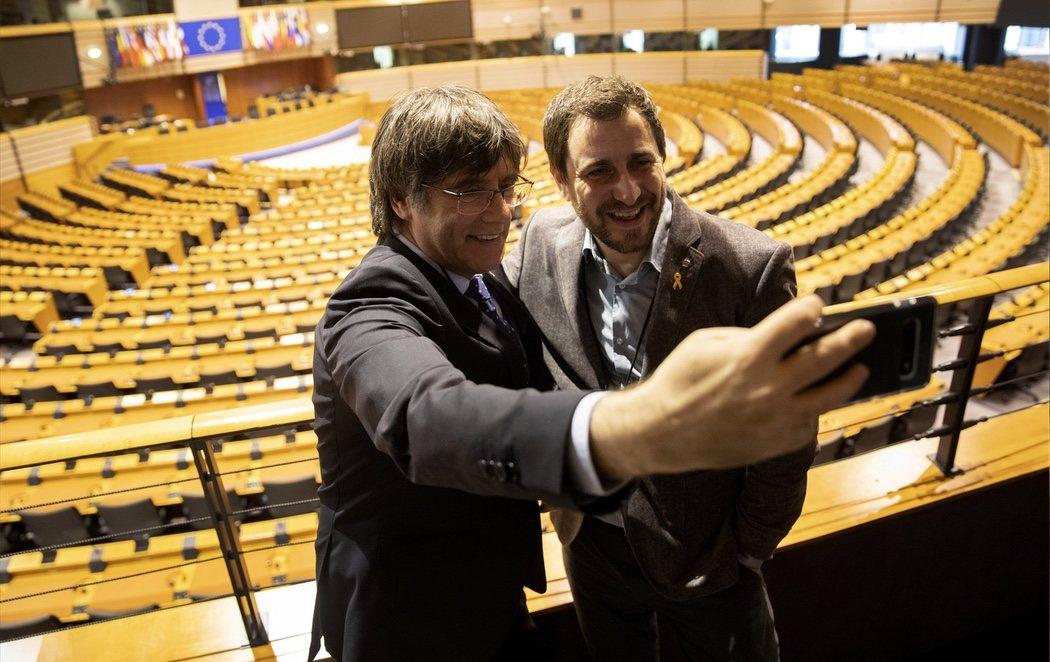 Puigdemont y Comín recogen su acreditación como eurodiputados