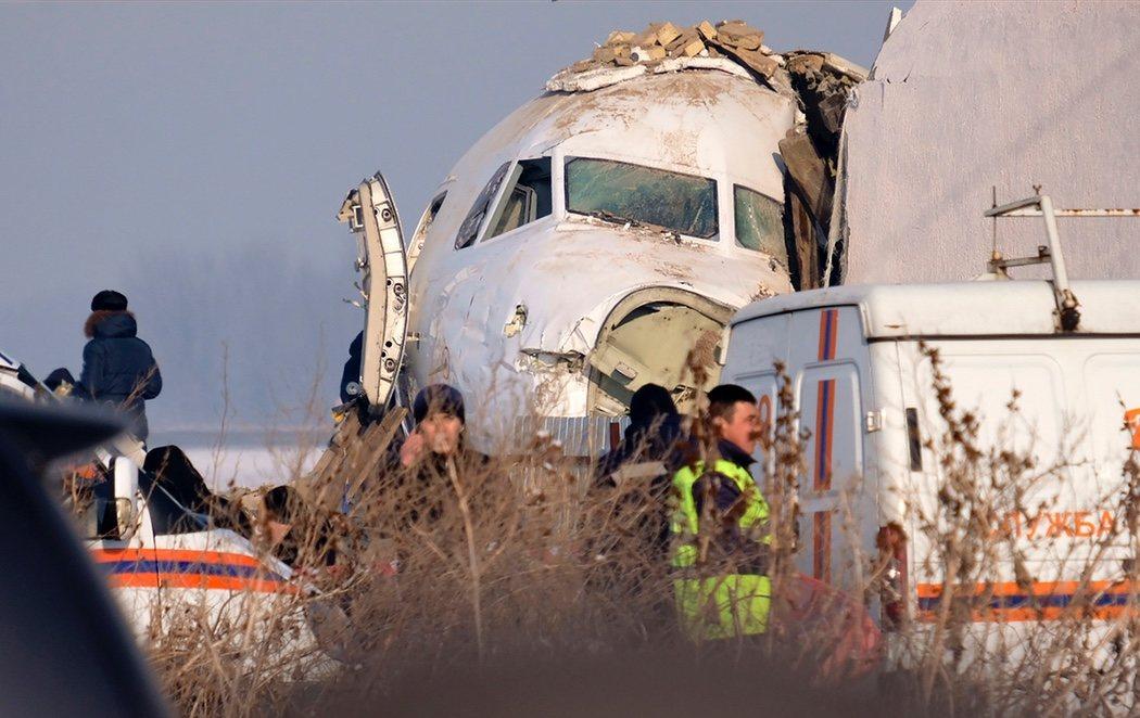 Al menos una docena de muertos en un accidente aéreo en Kazajistán