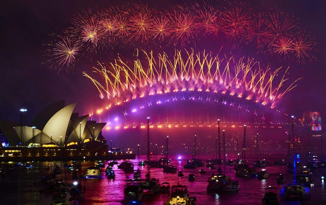 Arranca el 2020 en Sydney, que brilla entre llamas
