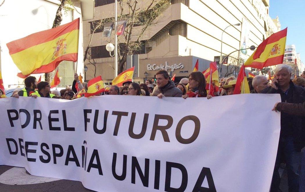 """Más de un centenar de personas se reúnen en Colón """"por una España unida"""""""
