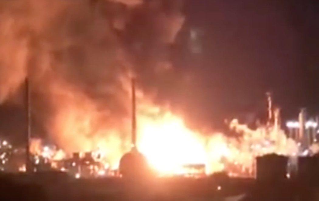 Dos muertos y ocho heridos en la explosión de una planta petroquímica en Tarragona