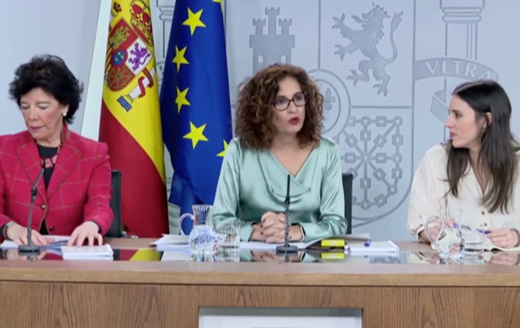 María Jesús Montero se estrena como ministra portavoz con el recurso al pin parental