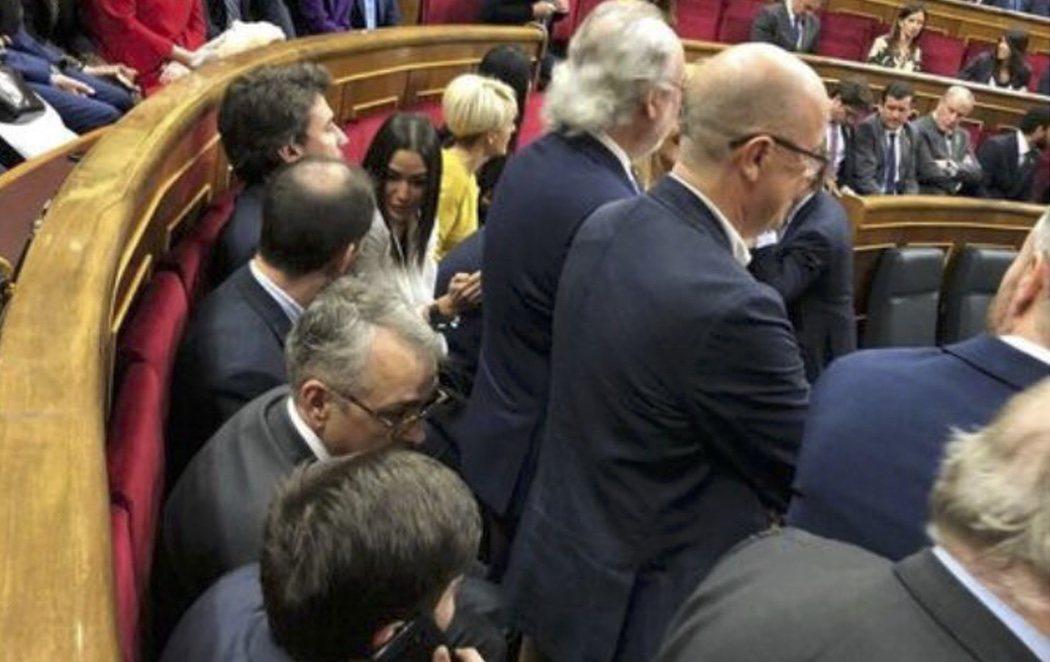 Los diputados del PSOE se plantan ante VOX, que ha intentado robar sus puestos en el Congreso