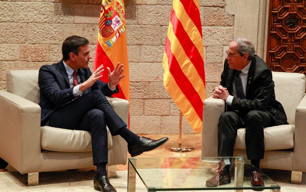 Sánchez se reúne con Torra y acuerda celebrar la primera mesa de diálogo este mes de febrero