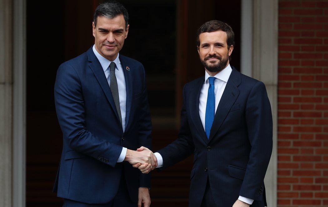 Reunión entre Pedro Sánchez y Pablo Casado en mitad de la tensión entre PSOE y PP