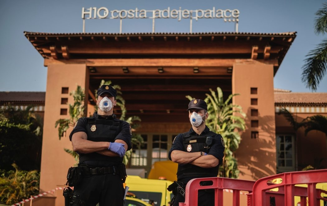 Calma tensa en el hotel Costa Adeje Palace de Tenerife, en cuarentena con 1.000 personas por el coronavirus