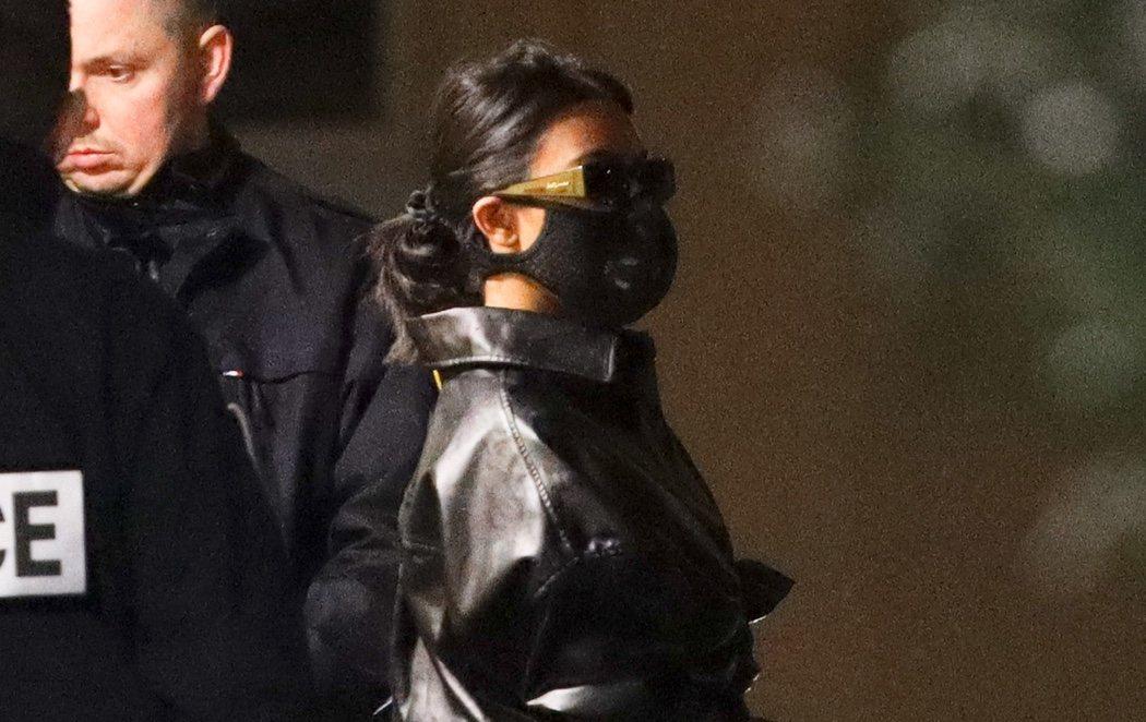 Las Kadarshian, ataviadas con mascarillas contra el coronavirus en su llegada a París