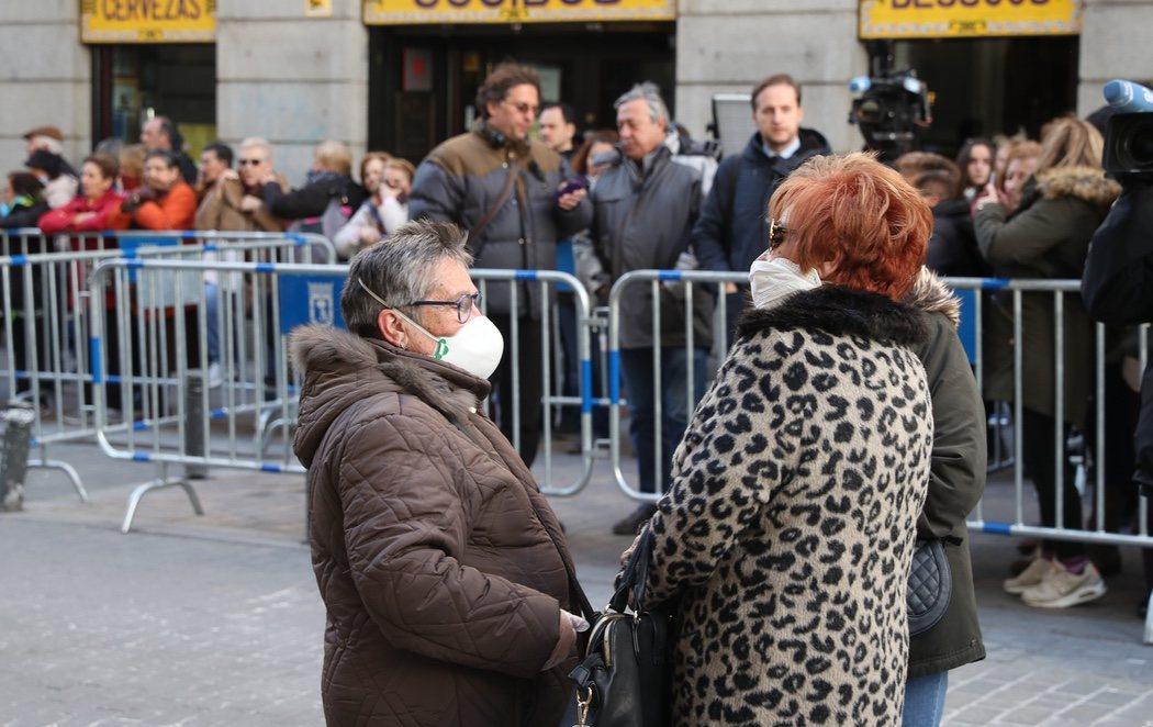Los fieles acuden con mascarillas al besapiés de Medinaceli a pesar de su cancelación