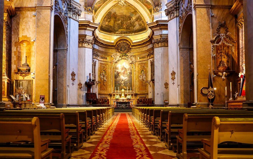 Las iglesias de Madrid, vacías por el coronavirus a pesar de mantener misas