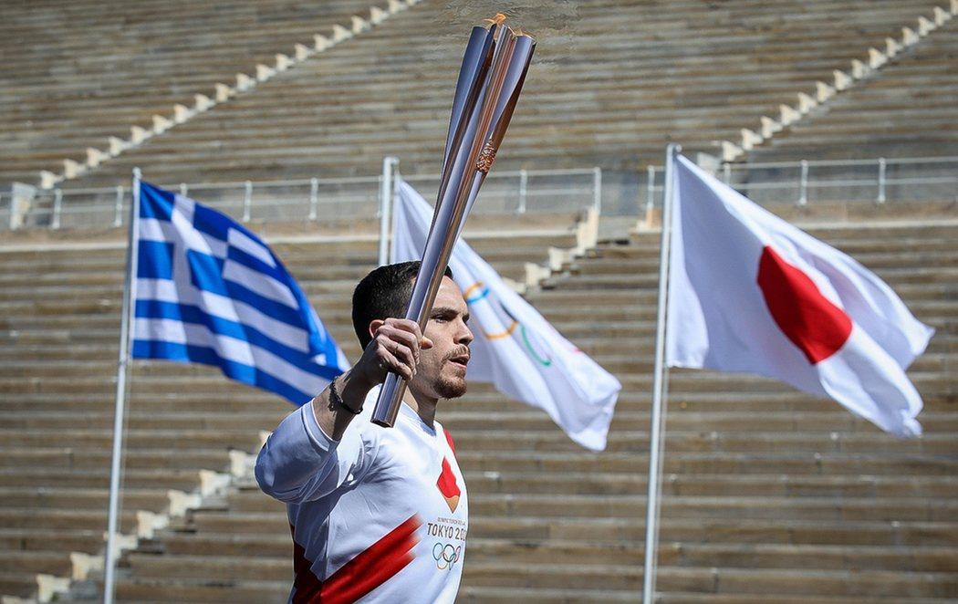 Grecia entrega la llama olímpica a Tokio con la incertidumbre de si podrán celebrarse los JJOO 2020