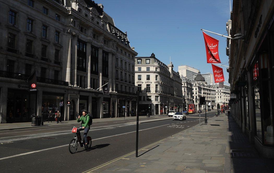 Londres se vacía tras la rectificación de Boris Johnson en su estrategia contra el coronavirus
