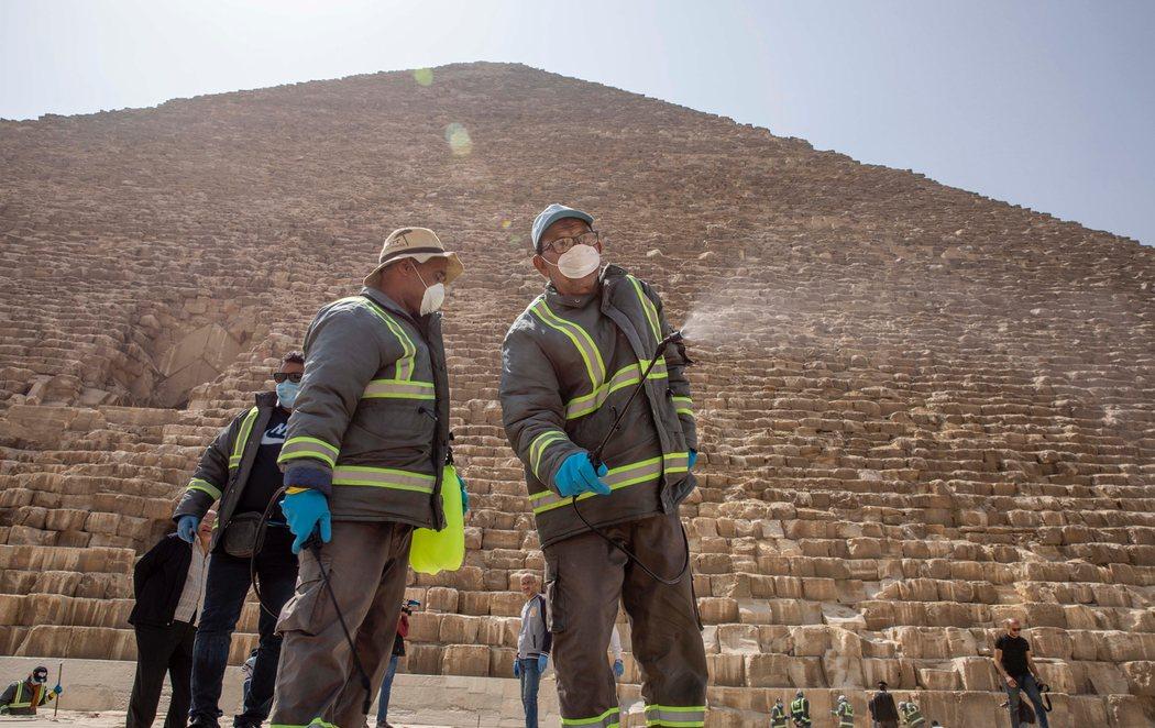 Egipto fumiga sus pirámides para desinfectarlas frente al coronavirus