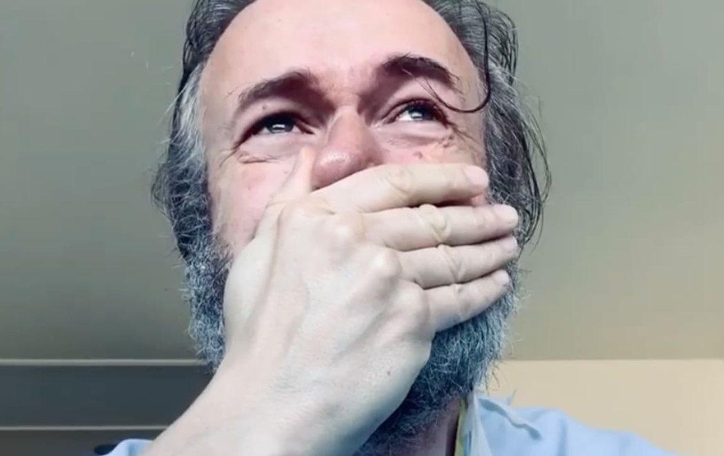 """Tristán Ulloa, emocionado tras superar el coronavirus, denuncia la situación de los hospitales: """"Es tercermundista"""""""