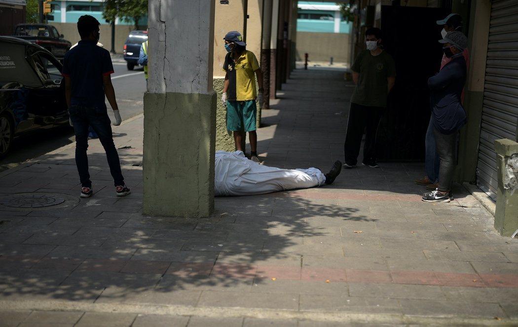 Emergencia en Guayaquil por el coronavirus: los cuerpos se acumulan en las calles