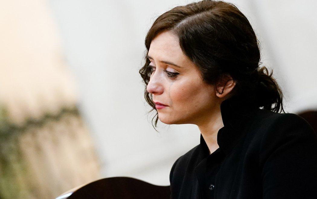 Las lágrimas de Isabel Díaz Ayuso en la misa por los fallecidos por coronavirus