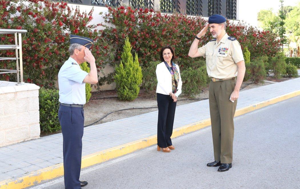 """El rey se reúne con los militares: """"Somos un gran país que sabe vencer dificultades"""""""