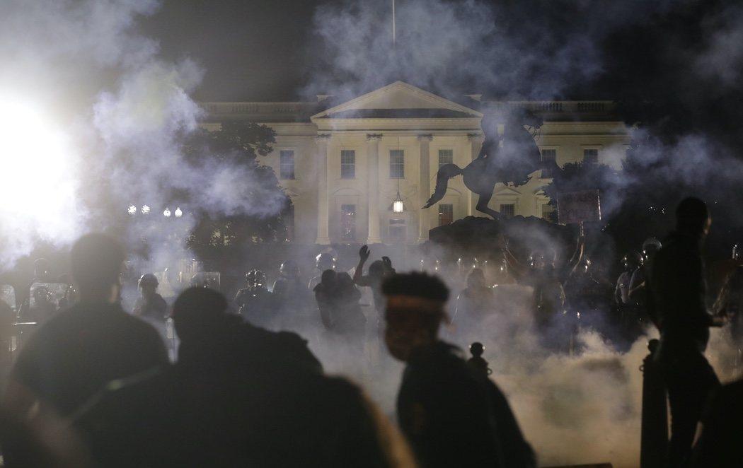 Donald Trump, escondido en el búnker de la Casa Blanca por los disturbios frente a su residencia