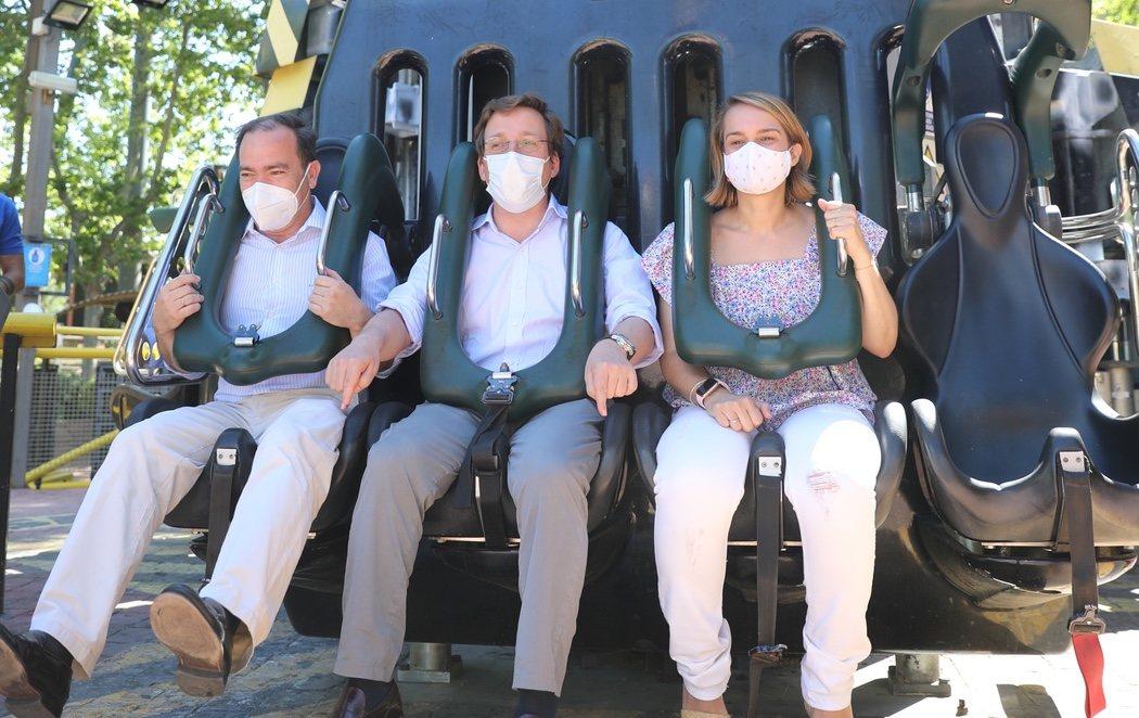 Almeida, de visita en el Zoo, Parque de Atracciones y Teleférico con mascarilla