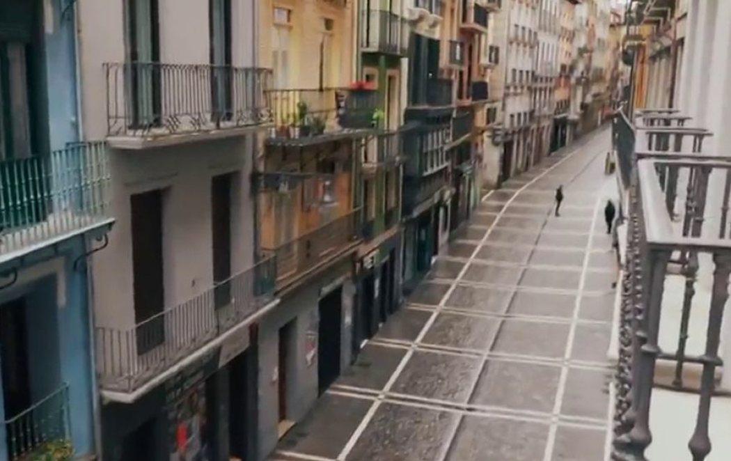 """Calles vacías en el primer """"encierro"""" por los 'no Sanfermines'"""