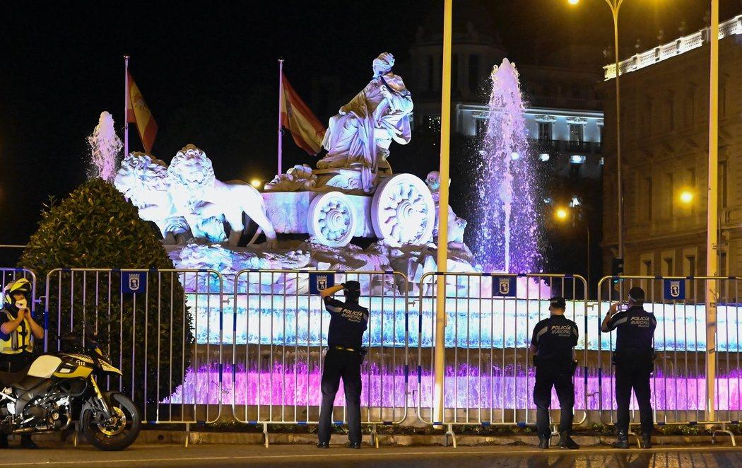 Los aficionados del Madrid respetan las órdenes y no acuden a Cibeles