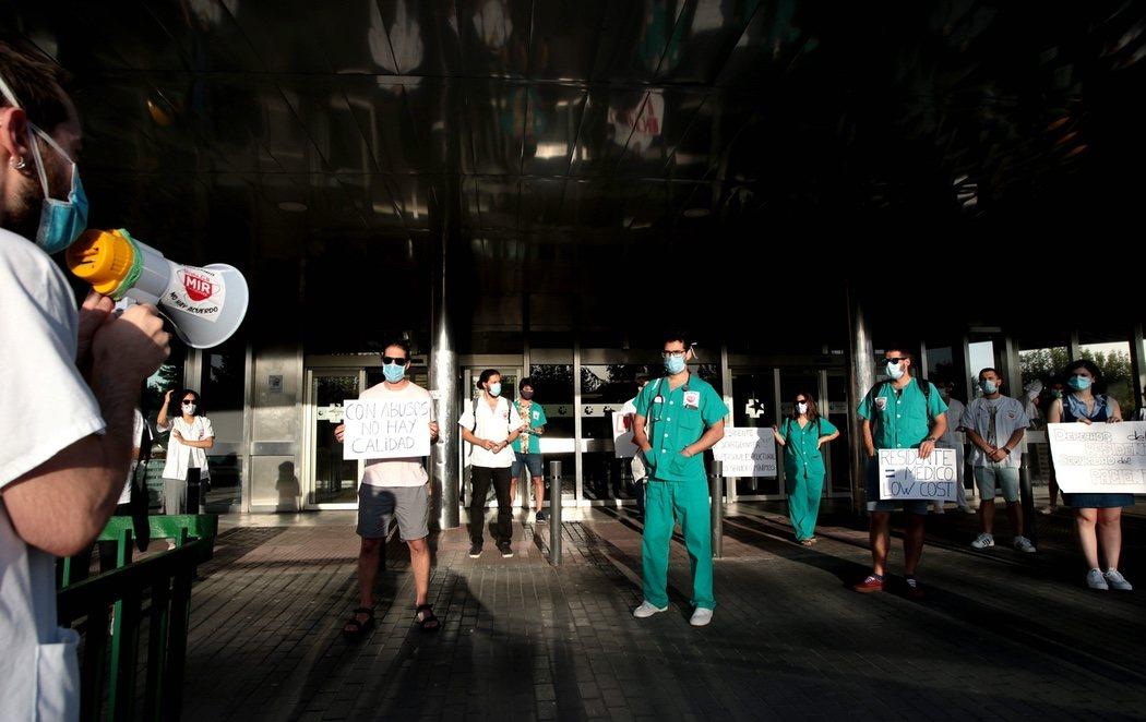 Los sanitarios que se jugaron la vida frente al coronavirus se plantan para exigir una sanidad pública con recursos