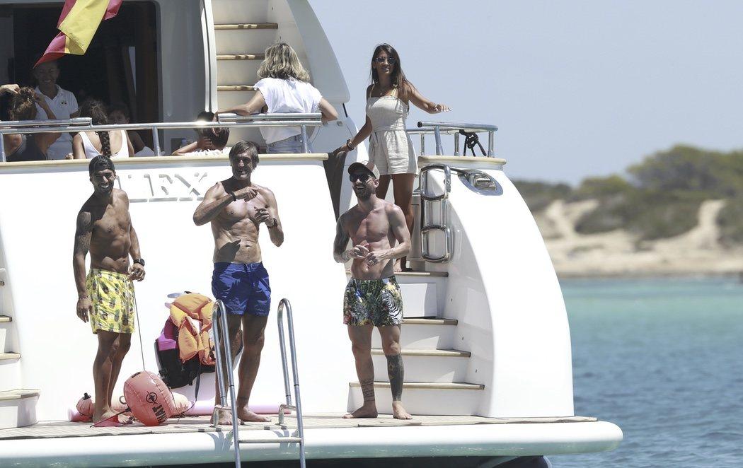 Messi y Luis Suárez, de marcha en Ibiza tras saltarse las recomendaciones y abandonar Barcelona