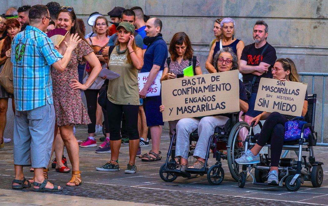 Manifestantes antimascarilla y antivacunas se concentran en el centro de Barcelona en pleno rebrote