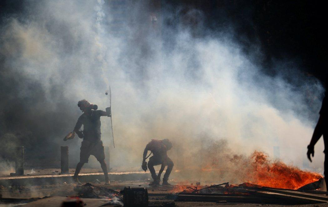 Beirut, epicentro de violentas protestas: hay un fallecido y siguen los asaltos a sedes del Gobierno