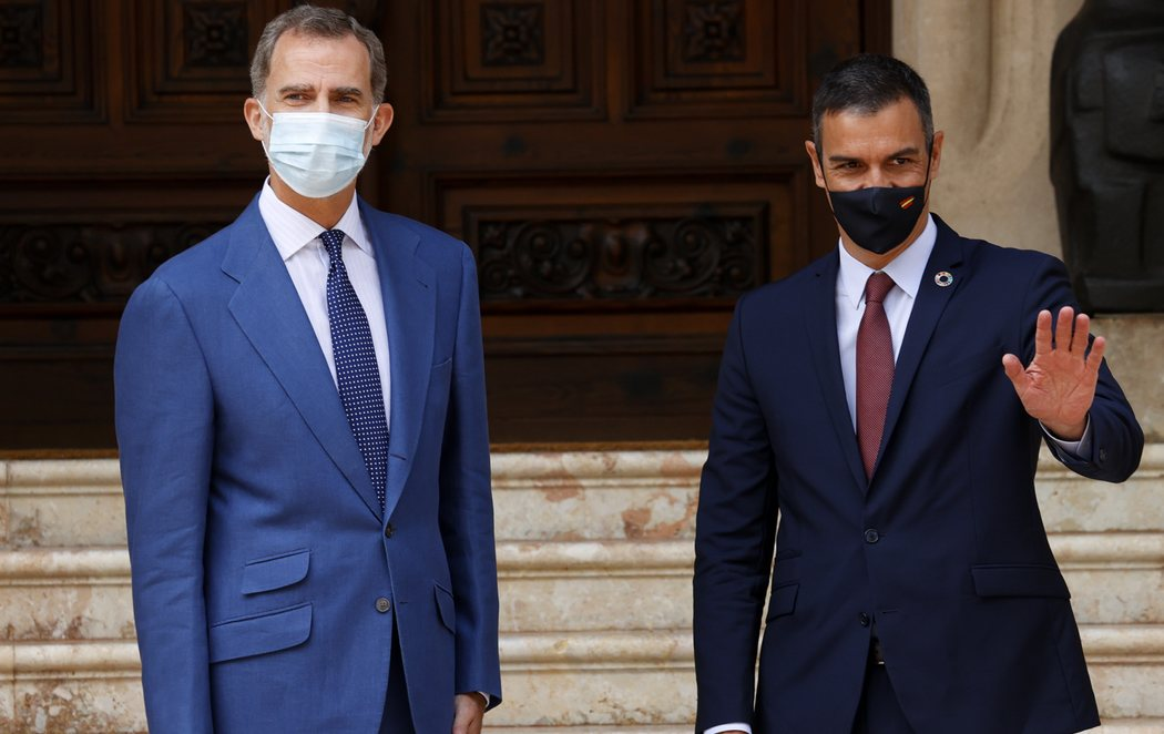 Felipe VI recibe a Pedro Sánchez en Mallorca en su primer encuentro tras la marcha de España de Juan Carlos I