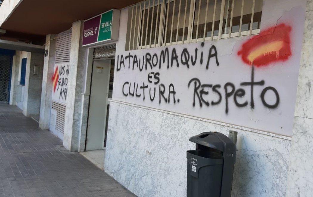 Los grupos taurinos atacan la sede de Podemos en Andalucía en plena campaña de acoso diario a sus dirigentes