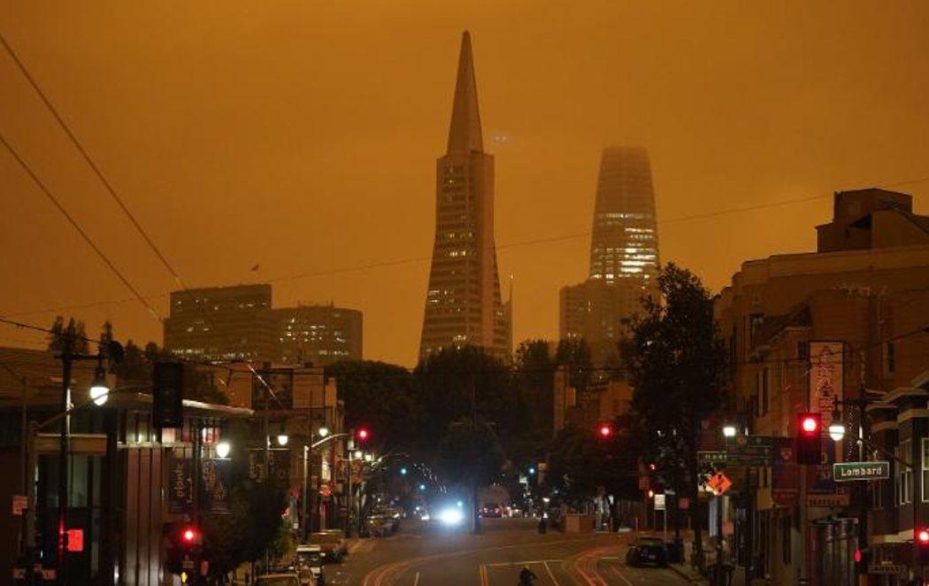 California amanece con el cielo completamente naranja a causa de los incendios que arrasan el oeste de EEUU